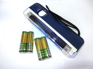 Детектор валют ручной уф подсветкой и фонарик + 4 батарейки в комплекте