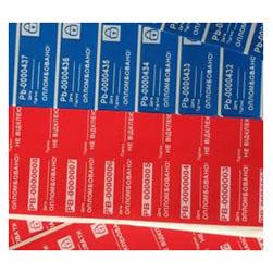 Индикаторные пломбы-наклейки c печатью штрих-кода и печать белым принтом (услуга)